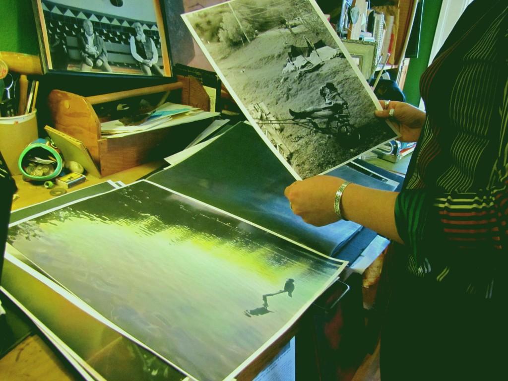 Lorena Castillo flips through her collection of photographs. (HANNAH HATCH / Martinez Tribune)