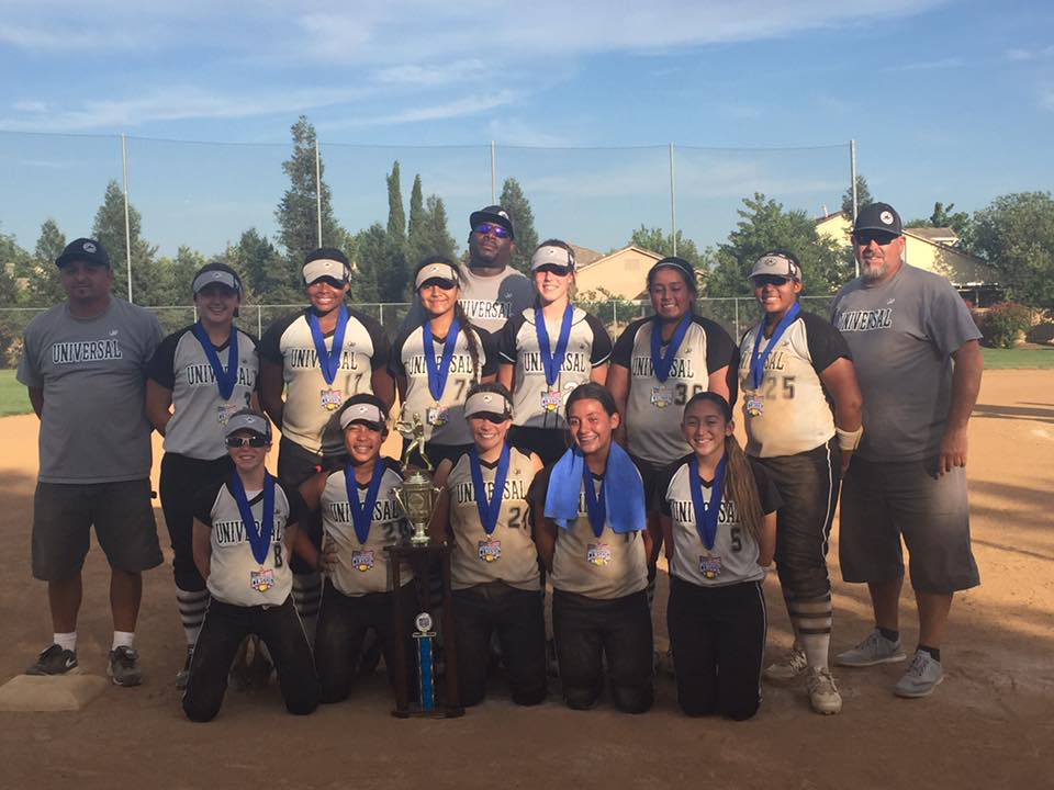 The Universal Fastpitch team (back row, from left): Coach Ruben Vasquez, Shannon Kelly, Ashley Pye, Izzy Mendoza, Coach Vic Sample, Madde Chambers, Karen Sepulveda, Bailey Sample and Manager Troy Nilson; front row, from left: Kira Nilson, Tianna Bell, Jordan Blackmon, Izzy Sanchez and AJ Vasquez. (TONI KELLY / Courtesy)