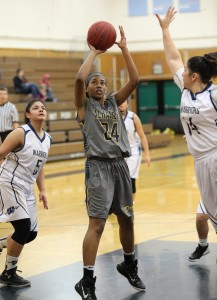 Alhambra junior Kieara Rios had 10 points in the Bulldogs' 84-54 win over the Ygnacio Valley Warriors on Feb. 14. (MARK FIERNER / Martinez Tribune)