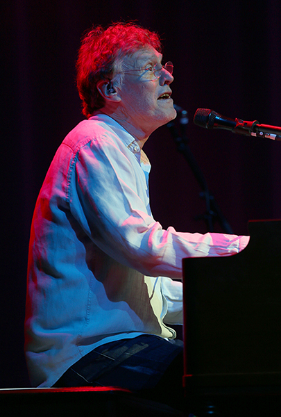 ©DANIEL GLUSKOTER Steve Winwood performs Wednesday night at the Fox Theater in Oakland.