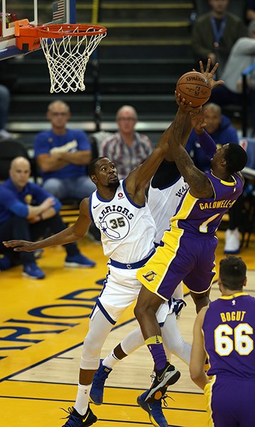 ©DANIEL GLUSKOTER Kevin Durant (35) defends against a driving lay-up by Kentavious Caldwell-Pope of the Lakers during by Warriors 113-106 win Friday night at Oracle Arena.