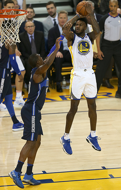 ©DANIEL GLUSKOTER Jordan Bell of the Warriors goes up for a shot over Harrison Barnes of the Dallas Mavericks during Golden State's eighth straight win Thursday night at Oracle Arena.