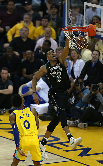 ©DANIEL GLUSKOTER Milwaukee's Giannis Antetokoumbo throws down a power slam during the Bucks 116-107 win over the Warriors Thursday night. Antetokoumbo led all scorers with 32 points
