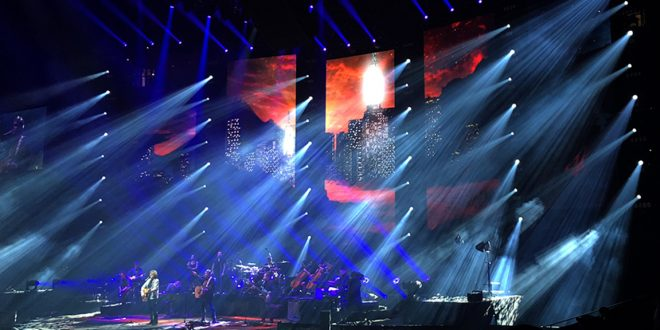 b5aa4e29846c Jeff Lynne s ELO Shines a lot of Love in tour opener at Oracle. BY DANIEL  GLUSKOTER ...