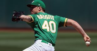 A's use small ball to take third straight from Houston 8-4
